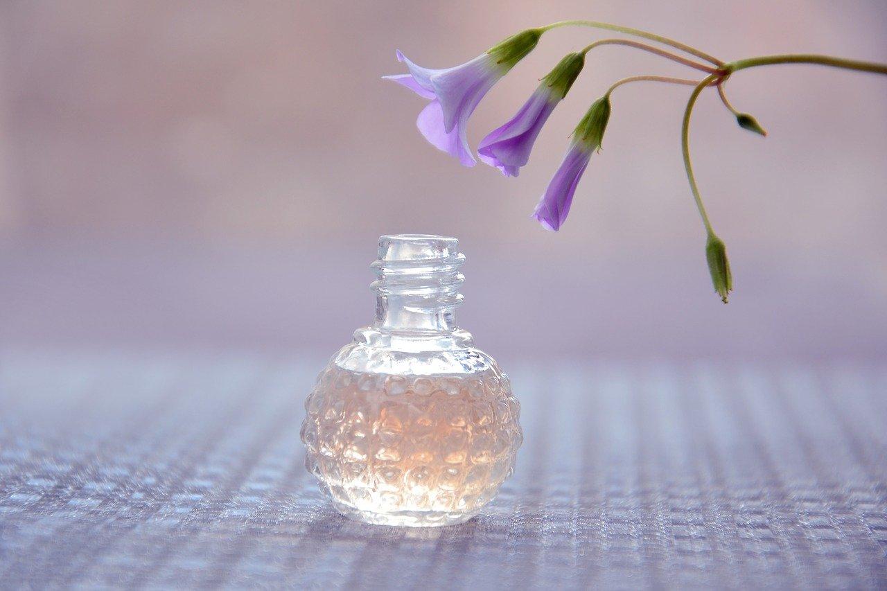 香りのプロが香水を選んでくれるCeles(セレス)のシステムを徹底解説!実際の評判は? アイキャッチ画像