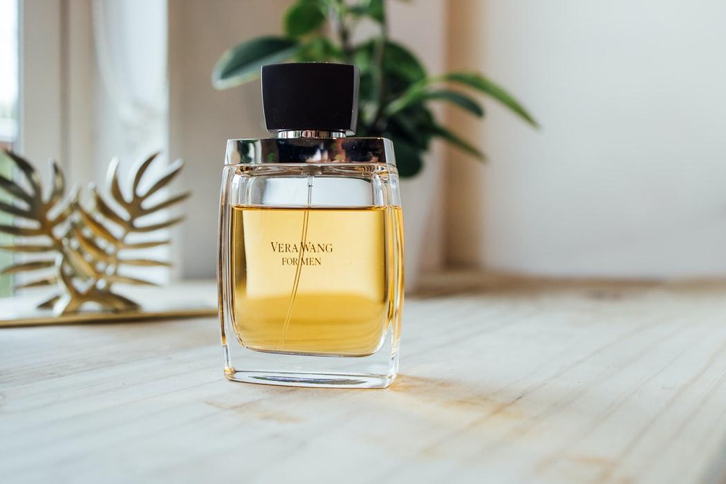 香水の香りの変化トップノートとは?時間による香りの変化を詳しく解説! アイキャッチ画像
