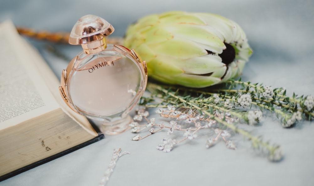 香水の未開封・開封後の使用期限と期限切れ香水の活用法をご紹介! アイキャッチ画像
