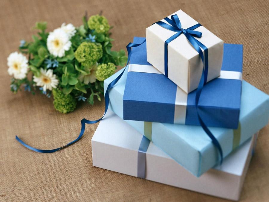 プレゼントに秘められた意味やジンクスは?大切な人への贈り物選びに♡ アイキャッチ画像