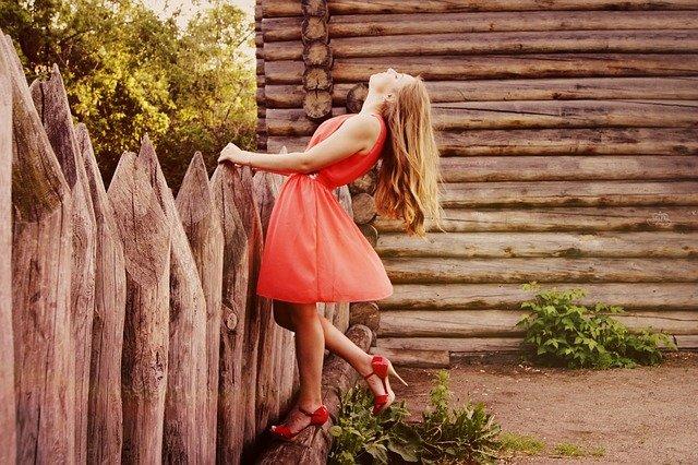 低身長の女性に人気のブランド10選!小柄な方向けのワンピースをご紹介! アイキャッチ画像