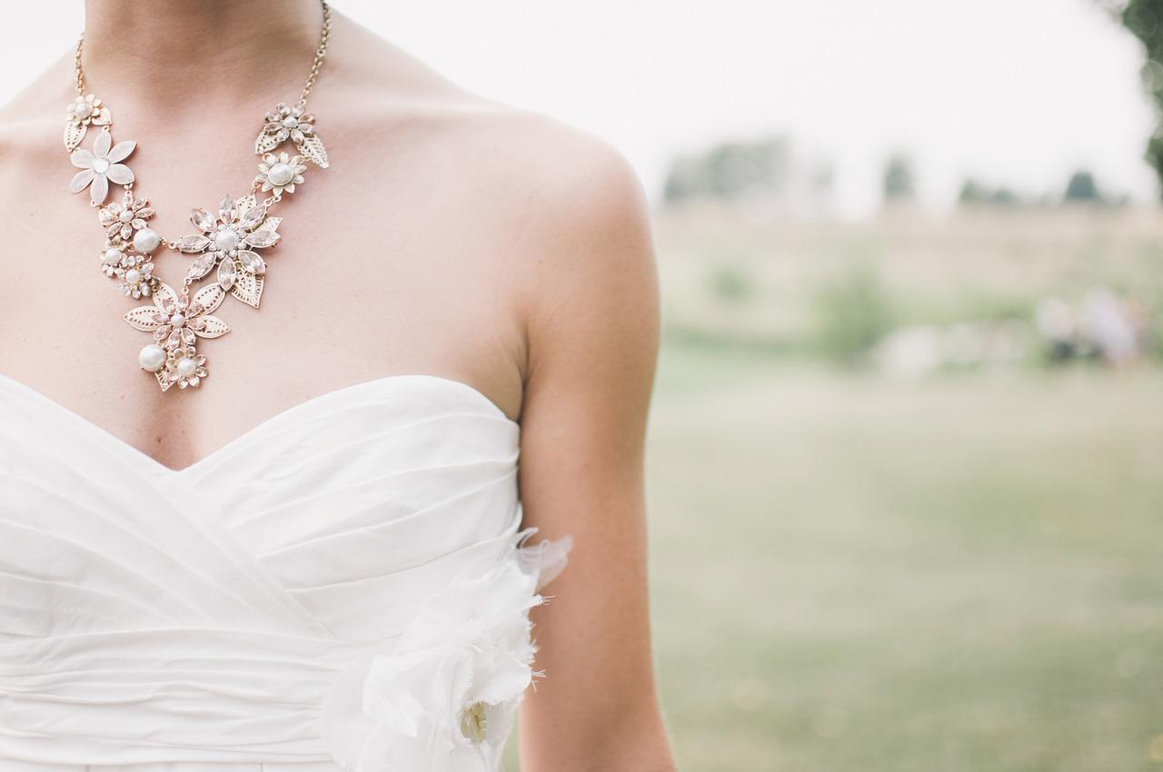 20代女性に人気の結婚式ドレスブランドを厳選紹介♡服装のマナーは? アイキャッチ画像